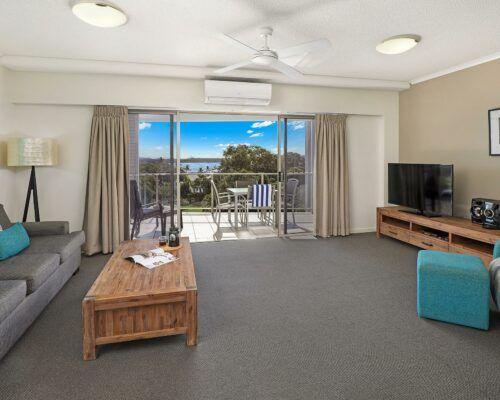 unit-202-rovera-cotton-tree-holiday-apartments (2)