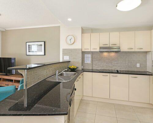 unit-202-rovera-cotton-tree-holiday-apartments (4)