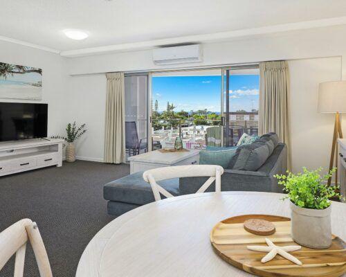 unit-205-rovera-cotton-tree-holiday-apartments (1)