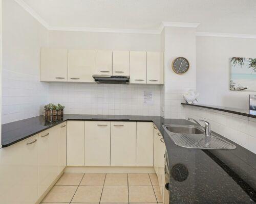 unit-205-rovera-cotton-tree-holiday-apartments (6)