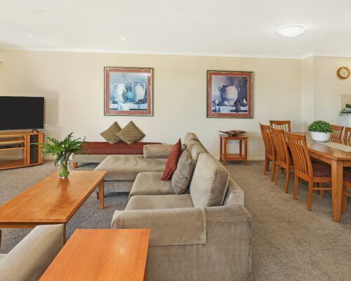 unit-402-rovera-cotton-tree-holiday-apartments (1)
