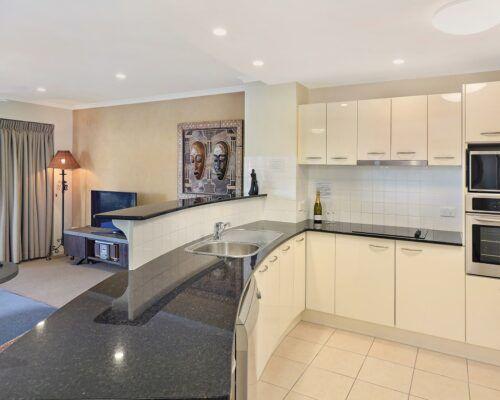 unit-403-rovera-cotton-tree-holiday-apartments (1)